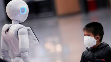 Photo of بالصور.. اليابان تسخر الروبوتات للعمل في المتاجر بسبب كورونا