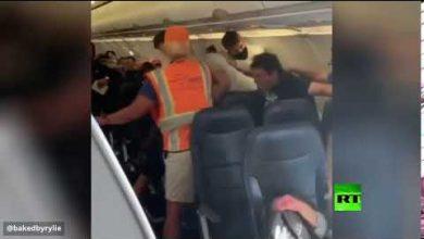Photo of فيديو: عراك على متن طائرة أمريكية بسبب كمامة كورونا