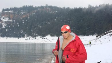 Photo of خنيفرة: حسن بركة يقطع 1600 متر سباحة في المياه الجليدية ويحطم رقمه القياسي