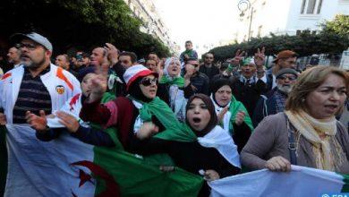 Photo of آلاف الجزائريين مجددا إلى الشوارع للتنديد بالقمع والمطالبة برحيل النظام