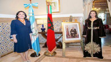 Photo of الملك محمد السادس يمنح وساما ملكيا لسفيرة غواتيمالا السابقة بالمغرب