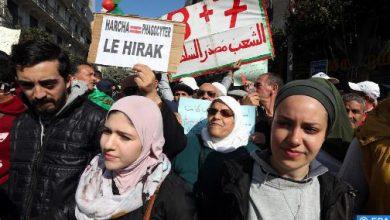 Photo of مئات الطلبة يتظاهرون بالجزائر العاصمة للمطالبة برحيل النظام