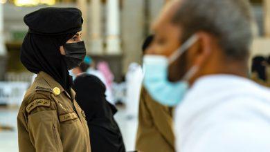 """Photo of صورة: """"عهود"""" شرطية سعودية جميلة بزي عسكري عند الكعبة تثير زوبعة """"إعجاب"""" و""""انتقاد"""""""