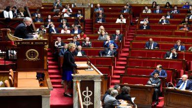 """Photo of البرلمان الفرنسي يقر قانون منع """"نشر مشاهد لقوات الأمن بنية سيئة"""""""