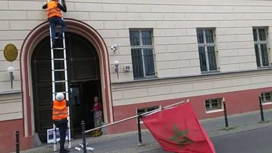 "Photo of فيديو وصور: تفاصيل اقتحام إجرامي لعصابة انفصالية متطرفة سفارة المغرب بألمانيا ومحاولة ""تدنيسهم"" العلم الوطني"