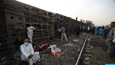 Photo of حصيلة جديدة من مصر: 11 قتيلا و 98 جريحا في حادث خروج قطار عن القضبان