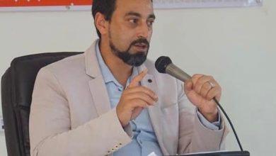 Photo of نقابي يقتحم استوديو قناة العيون قبل انطلاق الأخبار