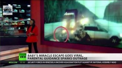 Photo of العناية الالهية تنقذ طفلة من امام شاحنة بطريقة يعجز العقل عن تصديقها