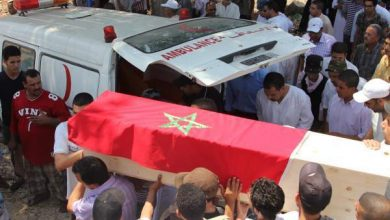 "Photo of سطات: جنازة المواطنة ""ضحية"" مخدر العملية الجراحية تتحول إلى مسيرة احتجاجية"