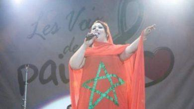 """Photo of سعيدة شرف تشكف لـ""""أكورا"""": هذا ما وعدني به محمد السادس لحظة توشيحي بالوسام الملكي (فيديو)"""