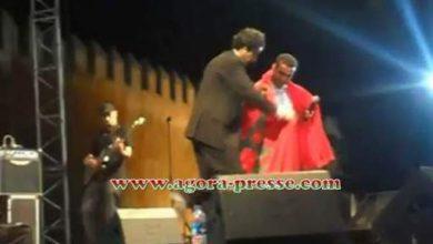 Photo of بالفيديو تشاهدون كيف تعامل الشاب مامي مع العلم المغربي في انتظار كواليس الحدث