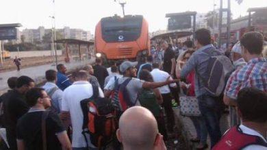 Photo of وقفة احتجاجية عفوية لعشرات المسافرين بالدار البيضاء بسبب التلاعب بمواقيت القطارات