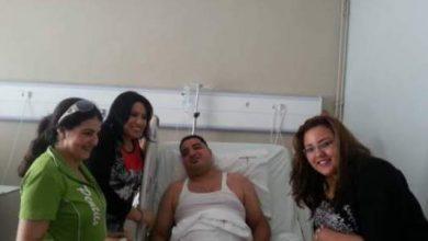 "Photo of نجاة اعتابو تزور طليقها ""حسن ديكوك"" بعد إجرائه عملية جراحية على مستوى العنق"