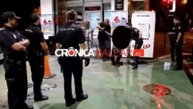 Photo of بالفيديو : الشرطة الاسبانية تنقذ مغربي كان يحاول احراق نفسه بميوركا