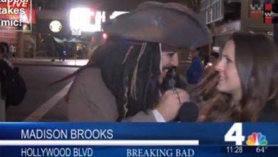 """Photo of بالفيديو :  قبلة من """"جاك سبارو"""" لمذيعة على الهواء مباشرة تجعلها تشتم خلال البث الحي والمباشر"""