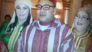 Photo of بالصورة:الملك محمد السادس يتوسط عضوات من الفرقة الموسيقية النسوية التطوانية