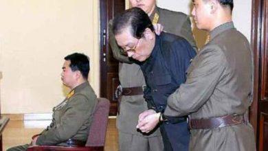 Photo of بالصور والفيديو .. زعيم كوريا الشمالية أعدم زوج عمته حيا برميه للكلاب الجائعة