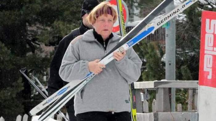 أنجيلا ميركل تنزلق وتكسر عظمة من حوضها وهي تتزلج