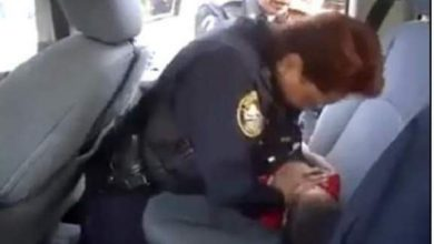 Photo of فيديو (يا سلام): شرطية تنقذ رضيعا من الموت