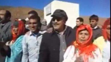 "Photo of بالفيديو: الفنان محمد بسطاوي يرقص مع سكان من دوار ""إنمل"" بميدلت"