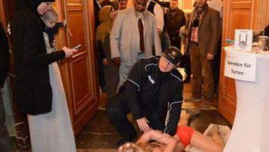 Photo of ناشطات فيمن يقتحمن مؤتمر برلين الاسلامي وهن عاريات