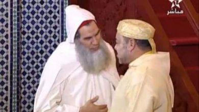 Photo of فيديو: الشيخ الفيزازي يؤم بالملك صلاة الجمعة ومحمد السادس يهنئه
