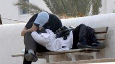 Photo of شاهد : شاب وفتاة يتبادلان الحب و القبل داخل الجامعة