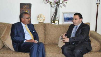 Photo of خلال لقائه بوزير الاتصال: هذا رأي السفير الأمريكي حول مستوى التعاون مع المغرب