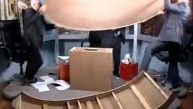 Photo of شاهد بالفيديو مشاجرة عنيفة بين صحفيين…