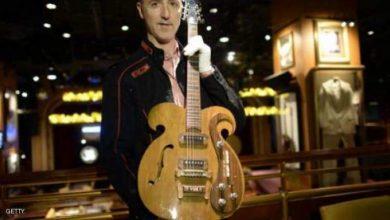 """Photo of 675 ألف دولار لغيتار من """"البيتلز"""""""
