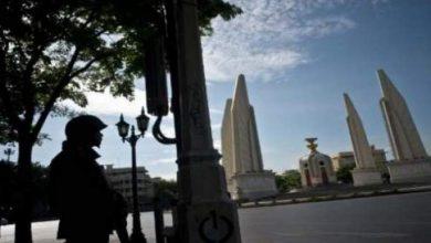 Photo of الجيش التايلاندي يعتقل رئيسة الوزراء السابقة