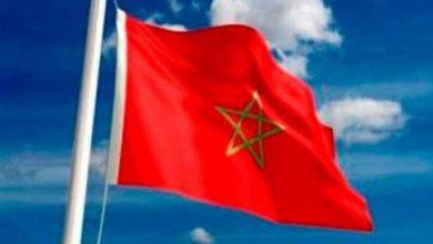 Photo of كوميديا جزائرية: إحراق العلم المغربي فرحا بالفوز