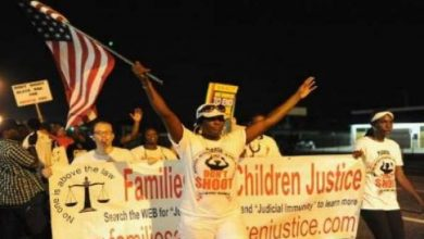 Photo of تظاهرة تطالب بالعدالة بعد مقتل شاب اسود واخرى دعما للشرطة في فرغسن