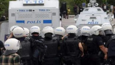 "Photo of عمليات توقيف جديدة لشرطيين بتهمة ""التامر"" ضد النظام في تركيا"