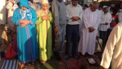 Photo of بالصورة.. نساء ورجال يصلون صلاة العيد جنبا إلى جنب بالمحمدية