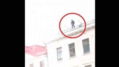 "Photo of بالفيديو.. ""فتاة"" تنتحر لفراق حبيبها بإلقاء نفسها أمام ""حافلة"""