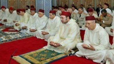 Photo of الملك محمد السادس يؤدي صلاة الجمعة بمسجد عثمان بن عفان بالضويات (إقليم مولاي يعقوب)