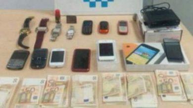 Photo of إسبانيا: القبض على مغربي بحوزته 8 آلاف أورو و 9 هواتف نقالة و4 ساعات