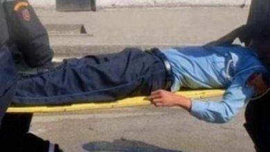 Photo of مبحوث عنه متهم بترويج المخدرات يطعن مفتش شرطة بسيف في وجهه لحظة اعتقاله بسطات