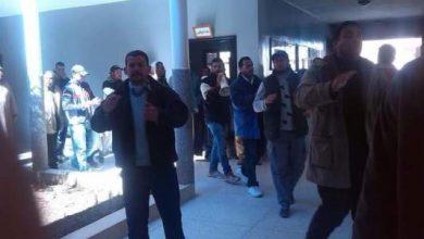 Photo of المعطلون يقتحمون مقر بلدية دمنات ومصادر تصف الخطوة بأنها تهدد أمن المرافق العمومية
