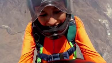 Photo of فيديو..شاب يطلب الزواج من صديقته على ارتفاع 10000 قدم