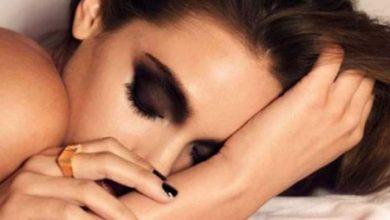 Photo of أضرار النوم دون إزالة المكياج على بشرتك