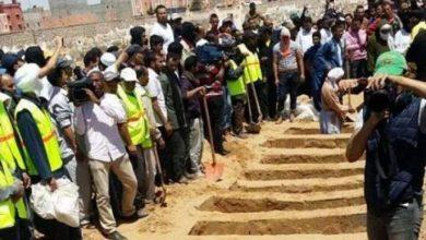 Photo of تشييع جنازة 13 شخصا توفوا في فاجعة طانطان بمقبرة خط الرملة بالعيون