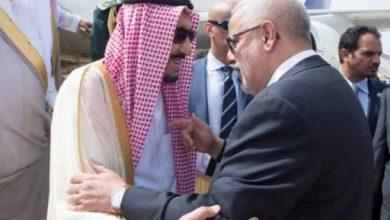 Photo of بنكيران يدافع عن نفسه بخصوص تقبيل كتفي عاهل السعودية